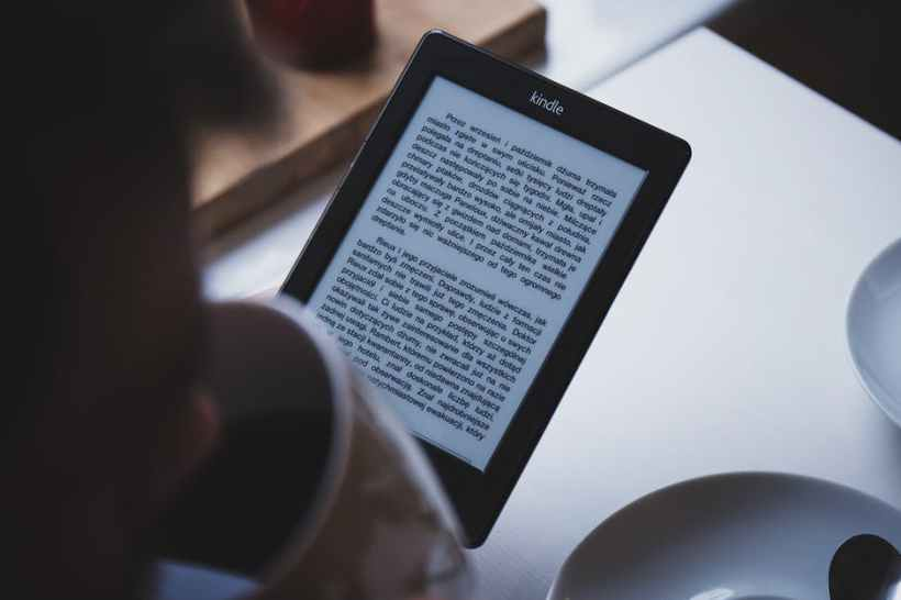 ereader pexels-photo-12627